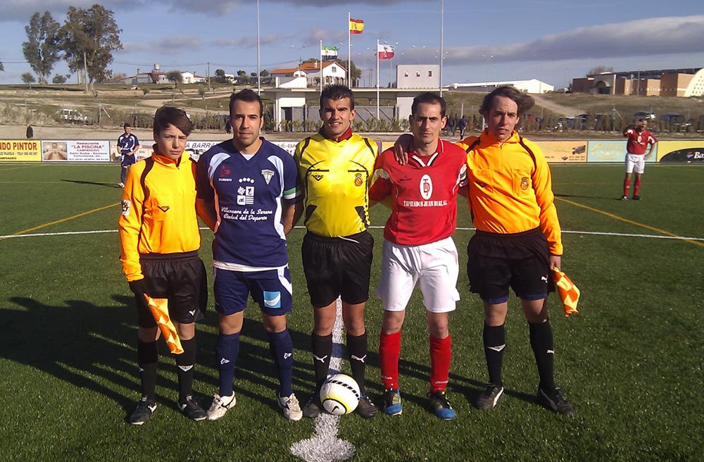 El Campanario pierde 0-3 pero da la cara ante el Villanovense en un partido amistoso