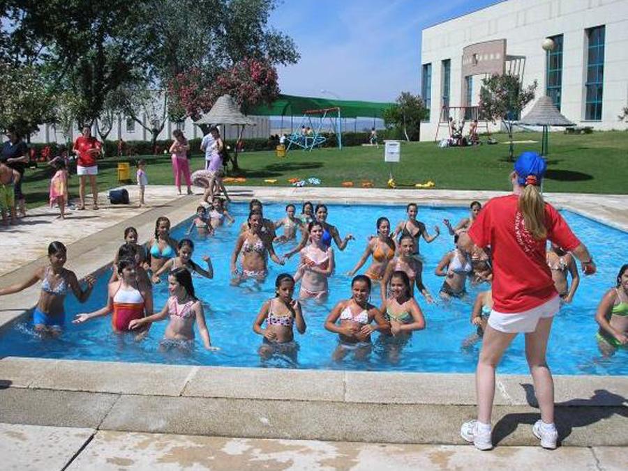 Hoy viernes abre la piscina municipal for Piscina municipal caceres