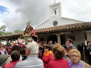 La Virgen de Piedraescrita, durante la procesión de la romería del pasado Lunes de Pascua en su ermita. FOTO: LORENZO GALLARDO RODRÍGUEZ