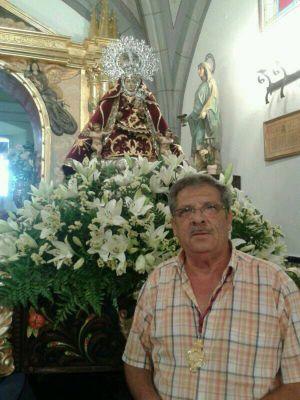 Pedro Jesús Mora, ante la Patrona, la Virgen de Piedraescrita. FOTO: F. H.