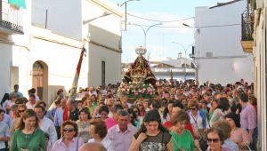 Momento de la despedida de la Virgen de Piedraescrita, ayer en Campanario. FOTO: F. H.
